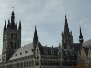 Lakenhallen en stadhuis - Cloth and City Hall - Halles aux draps et hotel de ville ©YRH2015