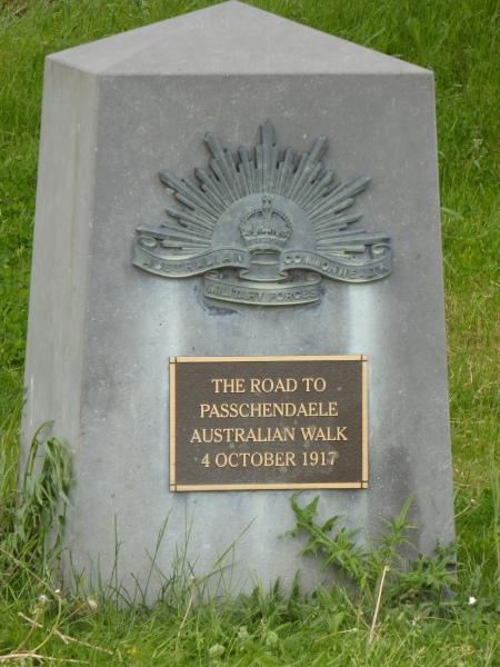 nabij Tyne Cot Cemetery (Zonnebeke) - nearby Tyne Cot Cemetery (Zonnebeke) - près de Tyne Cot cémetière (Zonnebeke) ©YRH2016